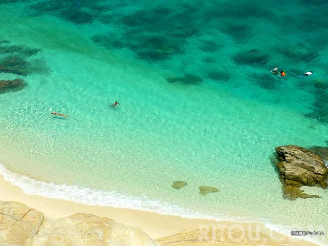 宝石のように輝く海!沖縄・渡嘉敷島の無人島「ハナレ島」で異次元の海の色を満喫