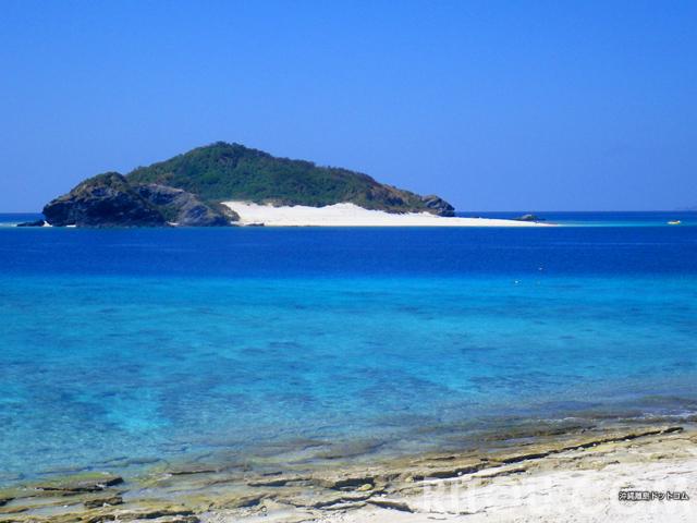 転がりたくなる砂の斜面!慶良間諸島の無人島「嘉比島」はレジャー気分満載