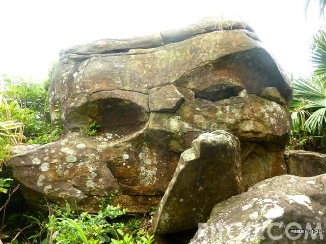 人面岩も気苦労?日本最西端・与那国島にある奇岩には秘密が!?