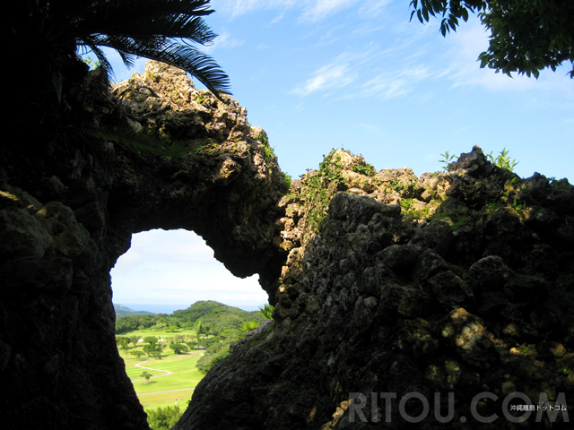 天空の玉城城跡!沖縄本島南部の穴場グスクに魅力的な「穴」あります!