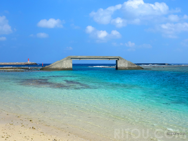 沖縄唯一の海から海へ渡る橋!久米島沖の「シールガチ橋」の謎を追え!