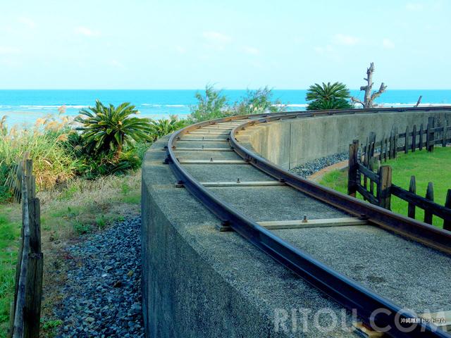 運賃100円!奄美大島にも鉄道があった!?海に向かって伸びる線路は爽快