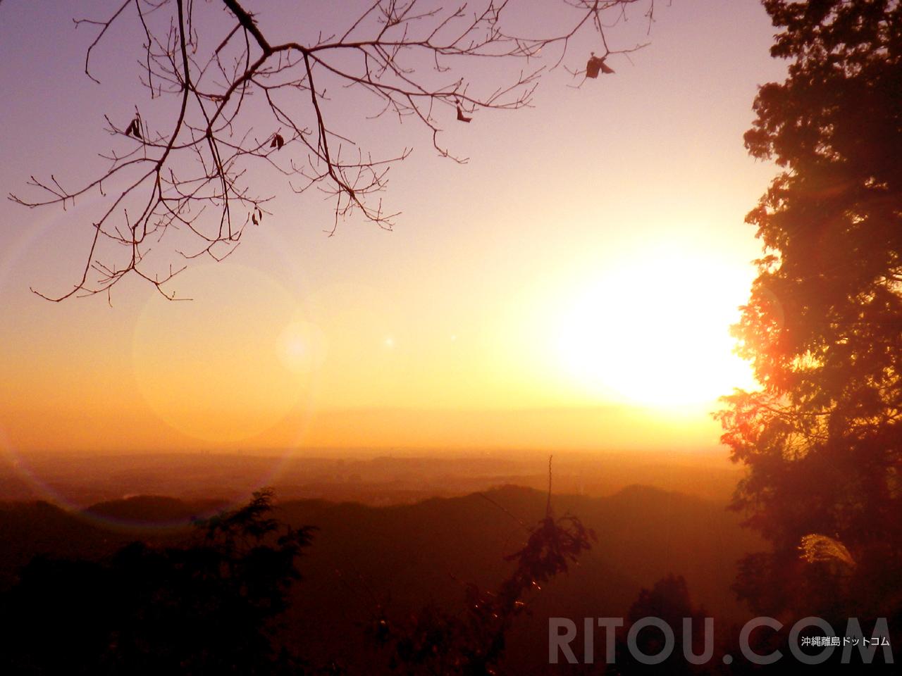 高尾山登山「稲荷山コース」で朝日を楽しみながら快適登山
